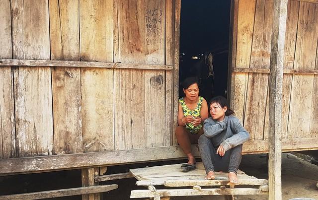 Cuộc sống của người dân khó khăn vì không có việc làm.