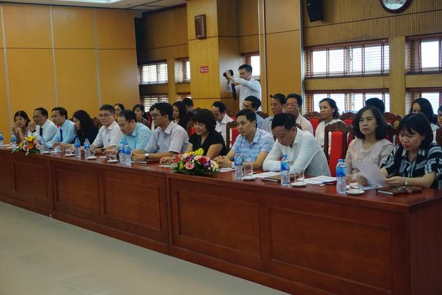 Đông đảo Lãnh đạo Các vụ, đơn vị thuộc Tổng cục DS-KHHGĐ tham dự Hội thảo