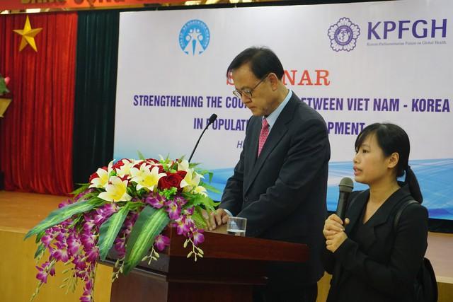 Ông Lee Myoung Su, Chủ tịch Ủy ban Y tế và Phúc lợi, Quốc hội Cộng hòa Hàn Quốc đánh giá cao sự hợp tác của Việt Nam và Hàn Quốc về công tác dân số trong thời gian tới