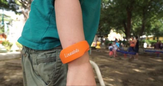 Vòng đeo tay thông minh giúp các bố mẹ dõi theo từng bước chân của con trẻ. (Hình ảnh mang tính minh họa)