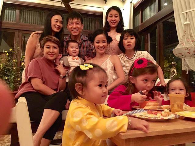 Hồng Nhung, Hà Kiều Anh và những người bạn thân thường xuyên tổ chức tiệc tại nhà.