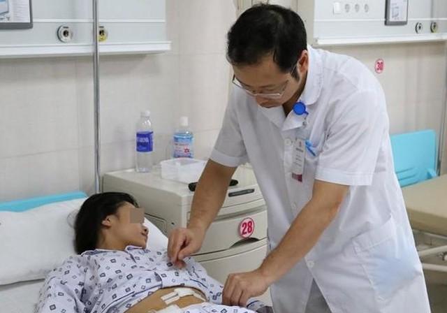Bé gái sau ca phẫu thuật tại bệnh viện. Ảnh: BVCC