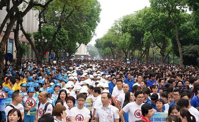 Ước tính có khoảng hơn 5.000 người tham dự cuộc đi bộ này. Ảnh: Infonet