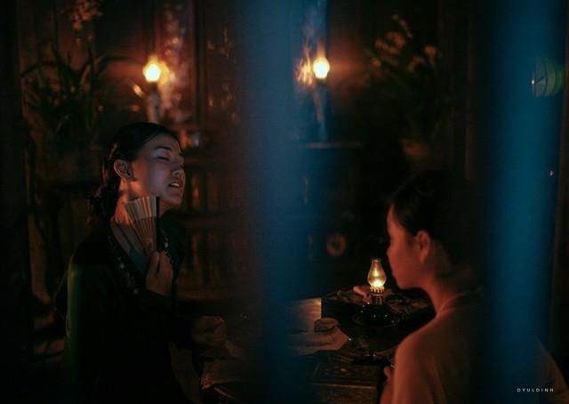 Maya cũng đã có một vai diễn thành công ở dòng phim nghệ thuật với vai mợ Xuân.