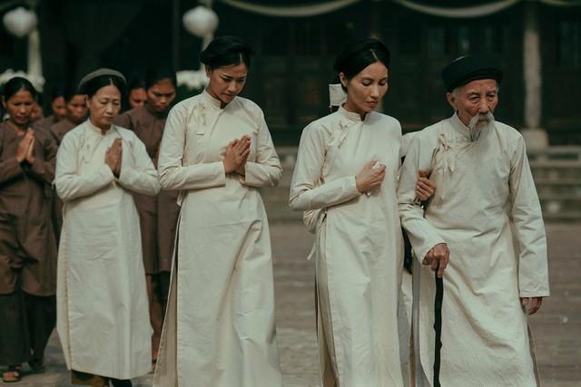 NSND Như Quỳnh,  Maya và Trần Nữ Yên Khê trong cảnh cuối phim.