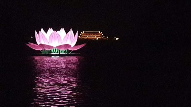 Trung tâm hội nghị Tam Chúc nhìn từ phía hồ. ảnh PT