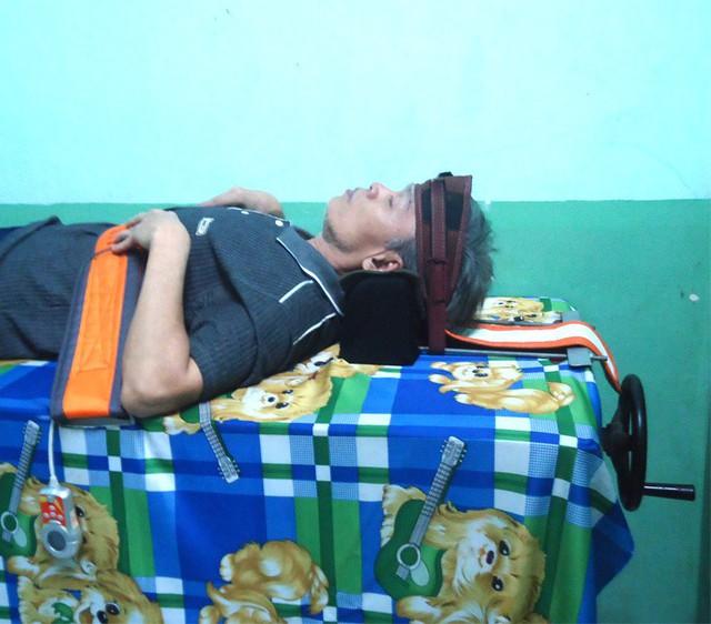 Giường kéo – một trong những công đoạn chữa bệnh ở phòng khám Phước An Đường