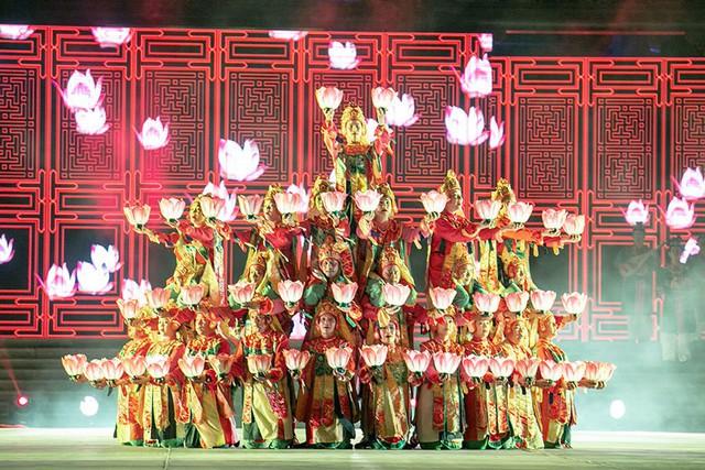 Hình ảnh đẹp mắt của Lục cúng hoa đăng trong chương trình Đại lộ di sản