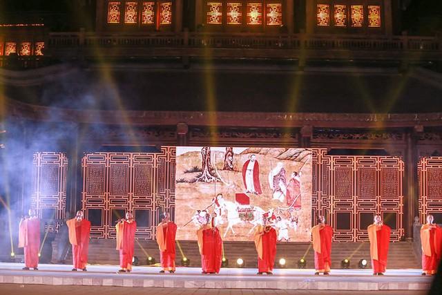 Tiết mục Bạch mã thồ kinh do đoàn nghệ thuật Trung Quốc biểu diễn