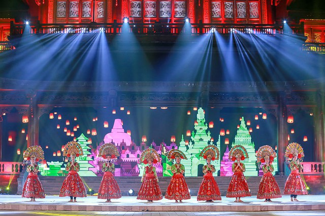 Múa Onden Onden do đoàn nghệ thuật Indonesia biểu diễn.