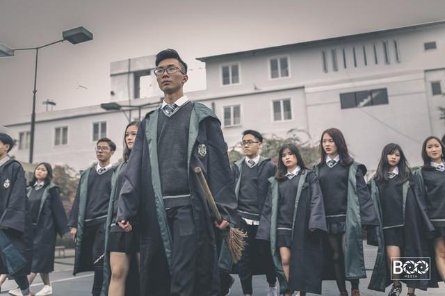 Bộ ảnh kỷ yếu theo phong cách Harry Potter của lớp 12A6 THPT Kim Liên (Hà Nội)