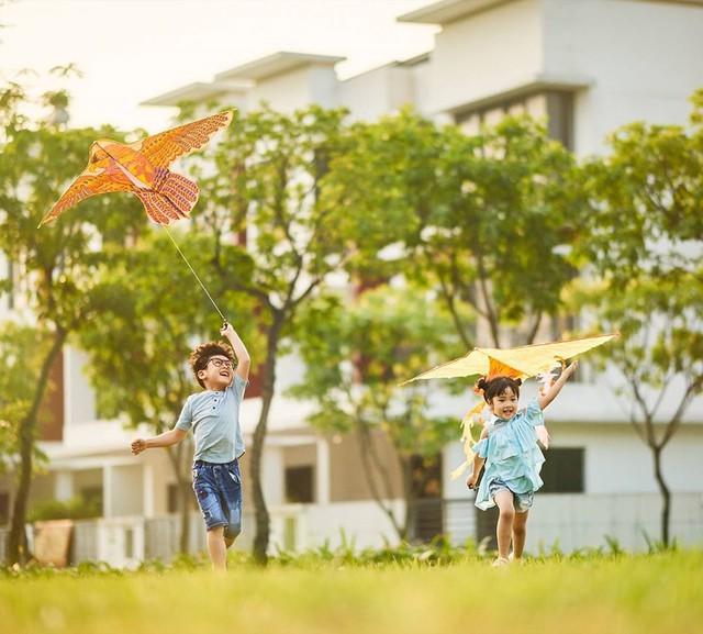 Được nô đùa vui chơi trong không gian xanh mát là điều kiện để trẻ em phát triển lành mạnh về thể chất và tinh thần
