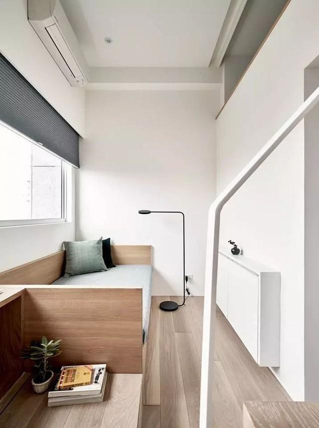 Ánh sáng ngập tràn mọi không gian chính là một trong những yếu tố mang đến vẻ đẹp thú vị cho căn hộ nhỏ.