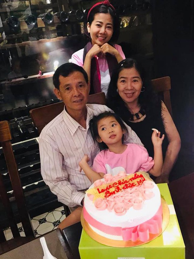 Mai Phương đã tận hưởng dịp lễ ý nghĩa này bên cạnh ba mẹ và con gái nhỏ