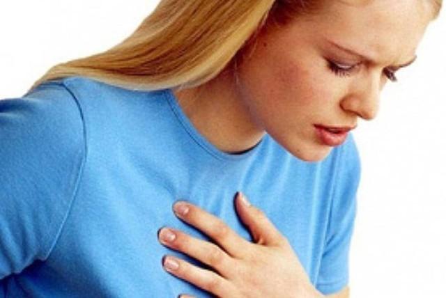Khó thở hay choáng váng khi đang hoạt động thường là những triệu chứng đầu tiên của bệnh tăng huyết áp phổi.