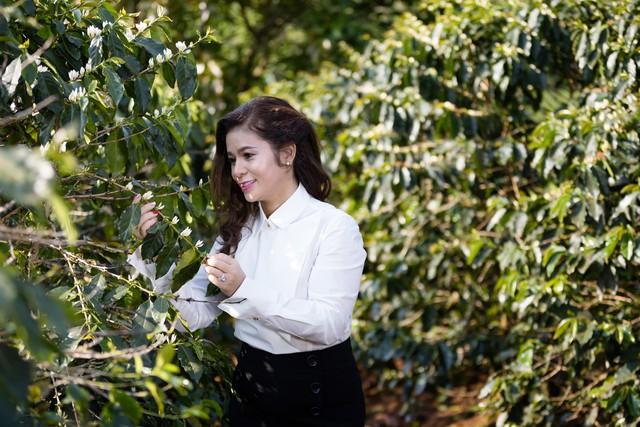 Tình yêu cà phê Việt, yêu Trung Nguyên và gia đình vẫn vẹn nguyên trong tâm khảm của bà Thảo.