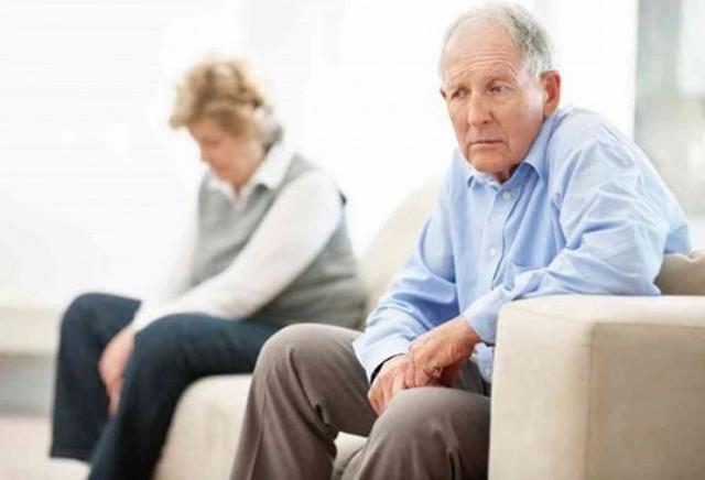 Chế độ dinh dưỡng cho người cao tuổi bị bệnh táo bón - Ảnh 1.