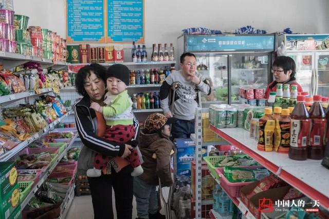 Cửa hàng tạp hóa của mẹ con Hà Kiện
