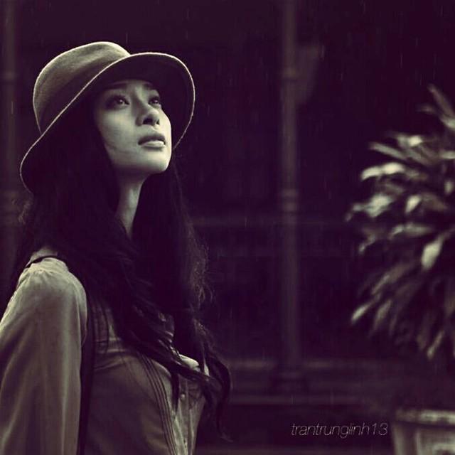 Kiểu mũ có phong cách cổ điển dễ dàng kết hợp cùng nhiều phong cách thời trang cá tính và nữ tính. Hình tượng của Ngô Thanh Vân được gắn kết với kiểu mũ phủi bụi này.