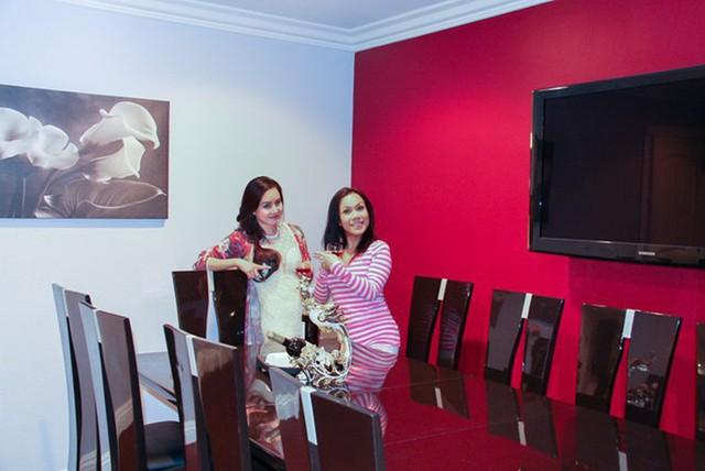 Phòng ăn rộng rãi với nội thất sang trọng.