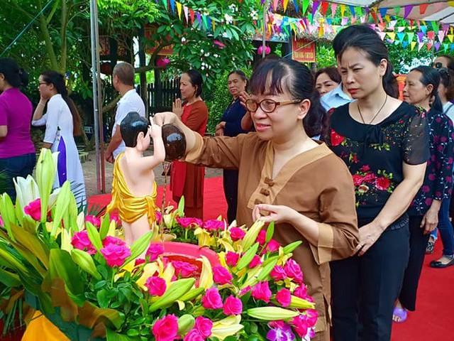 Lễ tắm Phật ở chùa Cổ Pháp, Hà Nội.