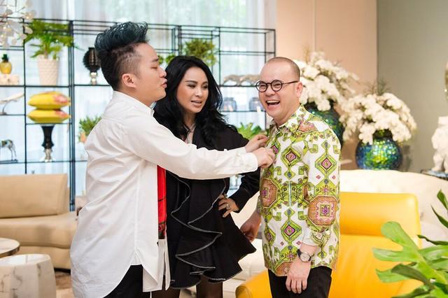 Cặp đôi chị em Thanh Lam-Tùng Dương trong một khoảnh khắc vui vẻ với doanh nhân Dương Quốc Nam- người có mối quan hệ thân thiết với rất nhiều nghệ sĩ nổi tiếng trong showbiz