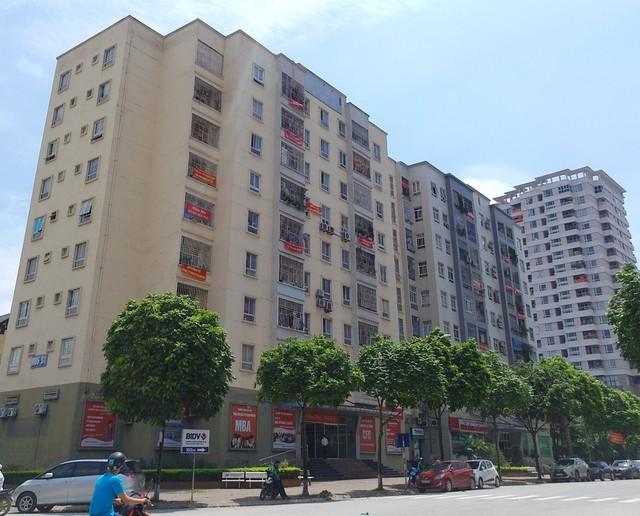 Tại buổi đối thoại, cư dân không đồng thuận với kết quả phía phường Dịch Vọng đưa ra khi lấy ý kiến người dân về việc xây dựng dự án.