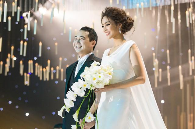 Tháng 10/2018, Lan Khuê kết hôn với doanh nhân Tuấn John sau gần một năm hẹn hò. Ông xã của người đẹp sinh năm 1987 trong gia đình bề thế, nhiều đời giàu có tại TP HCM. Bà nội anh là cố doanh nhân Tư Hường - một trong những nữ doanh nhân nổi tiếng nhất Việt Nam. Hiện Tuấn John quản lý một khu resort nổi tiếng ở Nha Trang, đảm nhiệm vai trò Phó chủ tịch Hiệp hội quảng bá du lịch Nha Trang và từng là phó ban tổ chức Hoa hậu Hoàn vũ Việt Nam 2015 - cuộc thi do gia đình anh nắm bản quyền.