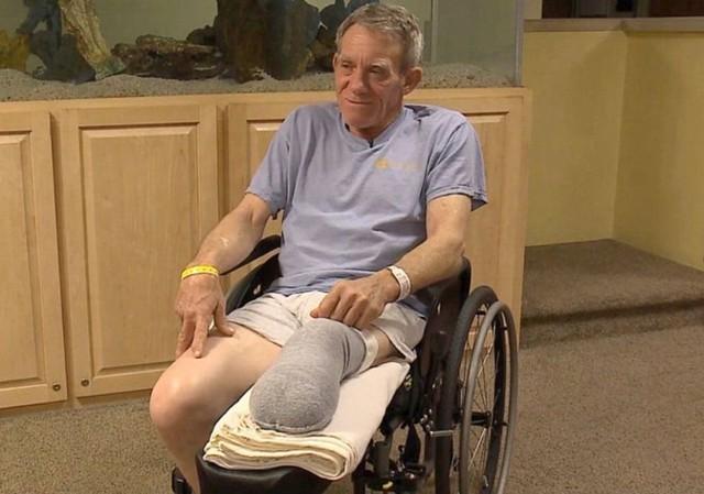 Nông dân Kurt Kaser trả lời phỏng vấn tại bệnh viện