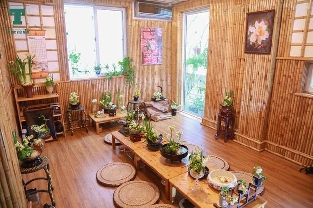 Trồng hoa trong nhà giúp không gian thoảng nhẹ hương thơm.