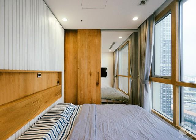 Ngăn chia hai giường bằng cửa trượt.