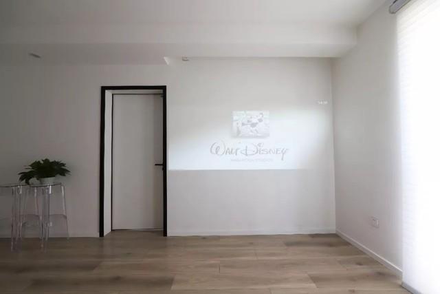 Phần tường sử dụng để xem phim, giải trí.