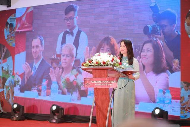 Tại sự kiện, bà Trần Thị Như Loan – Phó Tổng giám đốc Tập đoàn chia sẻ những trăn trở và khát vọng của Sunshine Group trong hành trình xây dựng ngôi trường truyền cảm hứng.