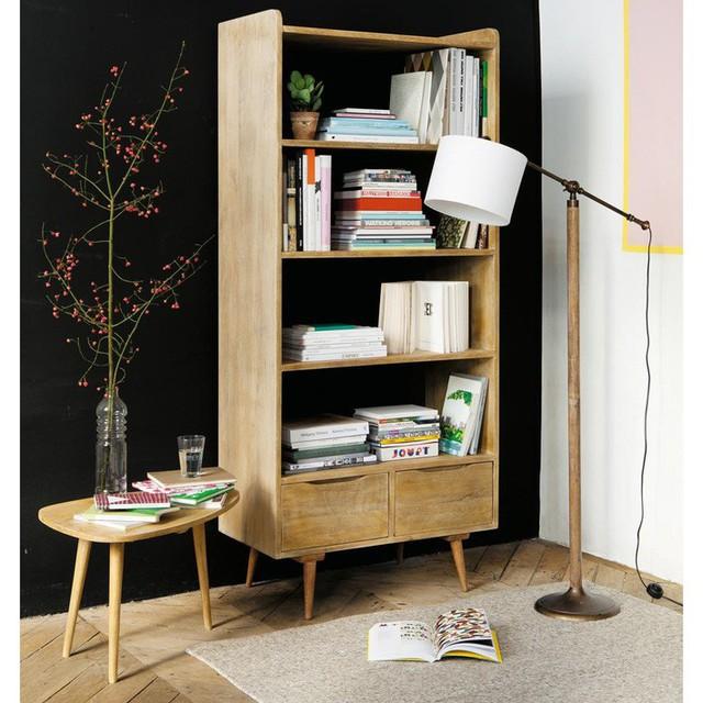 Tủ sách bằng gỗ sáng màu với kệ mở là một ý tưởng rất sang trọng mà không gây chú ý quá nhiều