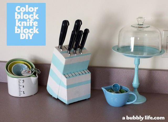 6. Sử dụng thiết kế color block là cách phổ biến để màu sắc làm việc tốt nhất, mang lại cảm giác hiện đại và tươi mới cho không gian của bạn ngay lập tức như chiếc hộp đựng dao này.