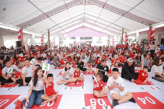 """Hàng trăm phụ huynh và học sinh tham dự sân chơi nhí phiên bản Rung chuông Vàng mang tên """"Super Tots""""."""