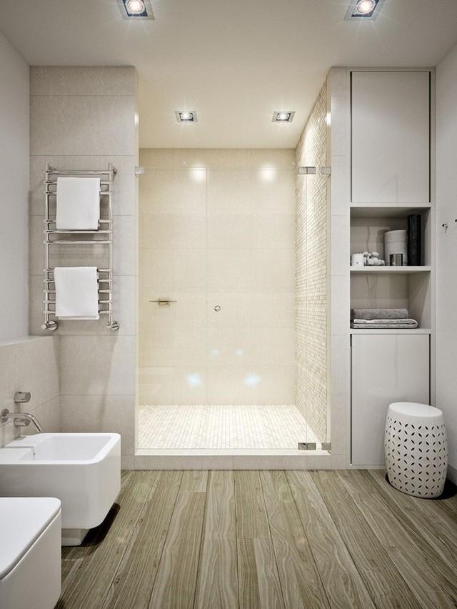 Phòng tắm bố trí tự nhiên với sàn gỗ màu tối, cửa kính ngăn khu vực tắm ướt với vùng vệ sinh cá nhân.