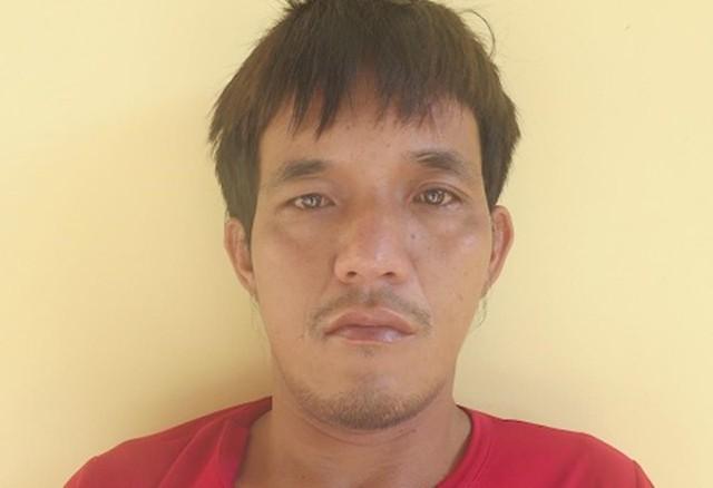 Nguyễn Duy Khanh đang bị cảnh sát tạm giữ. Ảnh: Công an An Giang.