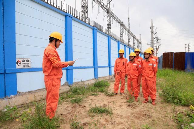 Tăng cường kiểm tra sửa chữa đường dây 110KV cấp điện cho các trọng điểm