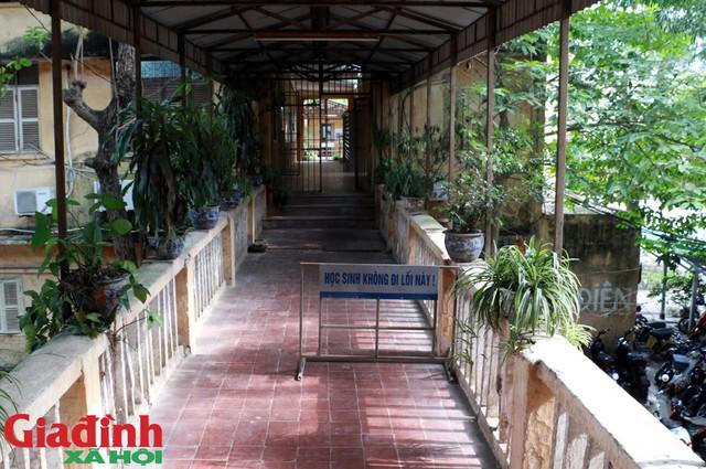 Lãnh đạo trường THPT Trương Định cho biết, đã báo cáo lên Sở Giáo dục và Đào tạo và Ban dự án thành phố. Phía Sở và Ban nhiều lần xuống kiểm tra.