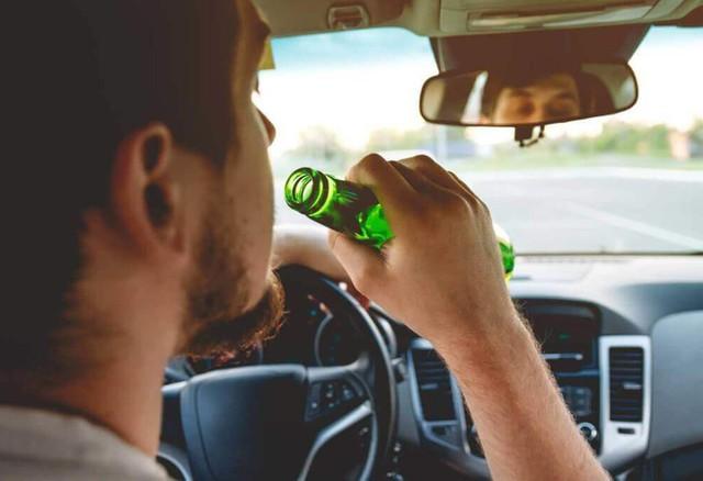 Luật sư cho rằng pháp luật hiện hành chưa đủ sức răn đe đối với hành vi sử dụng rượu bia khi lái xe.