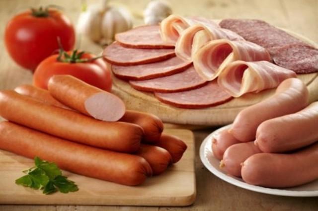 Ăn nhiều thịt chế biến sẵn dễ gây vô sinh