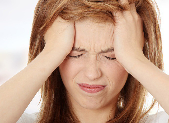 Thời tiết nóng làm nhiều người mất ngủ khiến trí não bị thiếu dưỡng khí làm cho tinh thần mệt mỏi, đau đầu. Ảnh minh họa