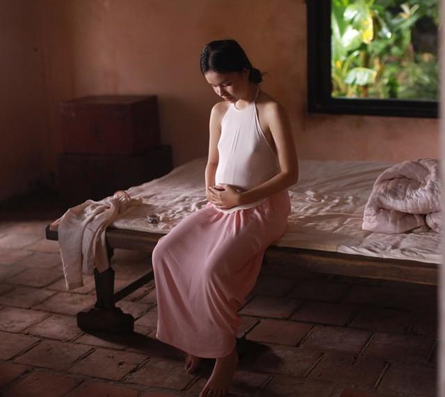 Trà My đóng vai Mây lúc mang bầu. ẢNH: TL