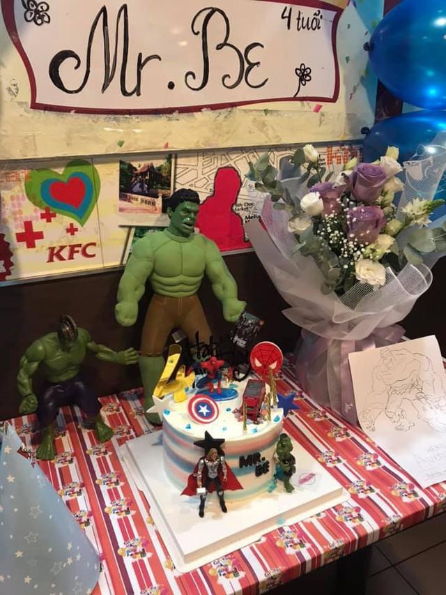 Bó hoa được mang tới tiệc sinh nhật 4 tuổi của bé Be do Thu Quỳnh tổ chứ.