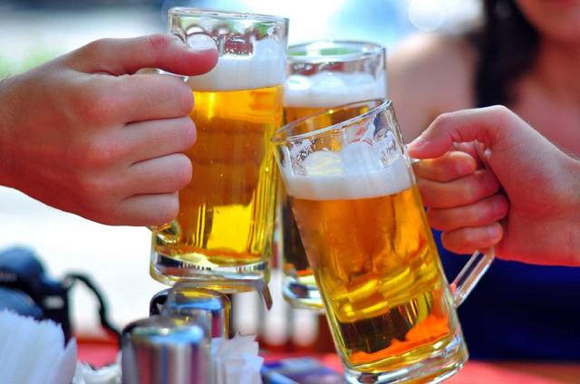 Theo bà Hiền:  Xin hãy đề cao trách nhiệm mà không vô cảm bỏ quên trẻ em, thanh thiếu niên, những nạn nhân yếu thế bởi hậu quả của tác hại rượu bia khi bấm nút thông qua. Ảnh minh họa.