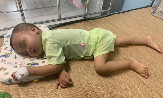 Sau phẫu thuật, sức khỏe của bé N đã ổn định, ăn uống tốt. Ảnh: BVCC