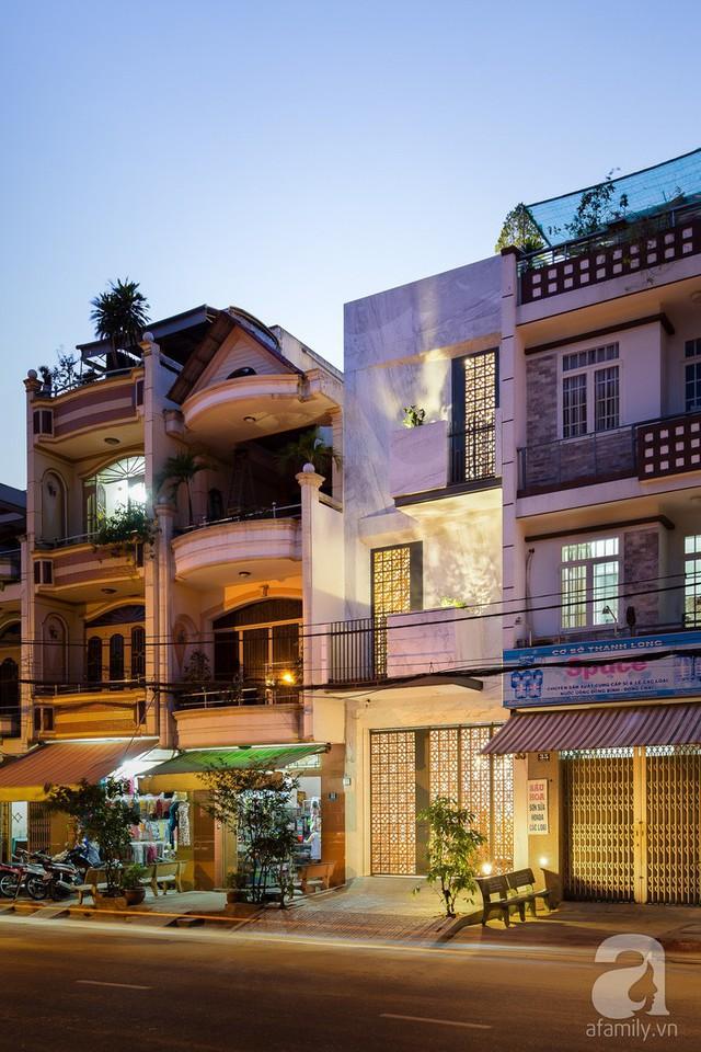 Công trình nhà phố đẹp ấn tượng với gạch hoa gió.