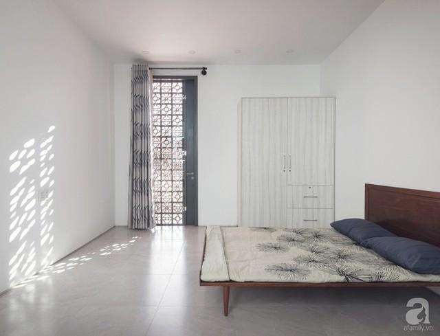 Phòng ngủ nào cũng mang dấu ấn đặc biệt của gạch hoa gió.