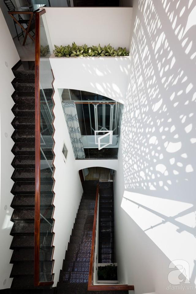 Gạch hoa gió được xem là điểm nhấn đặc biệt của kiến trúc ngôi nhà.